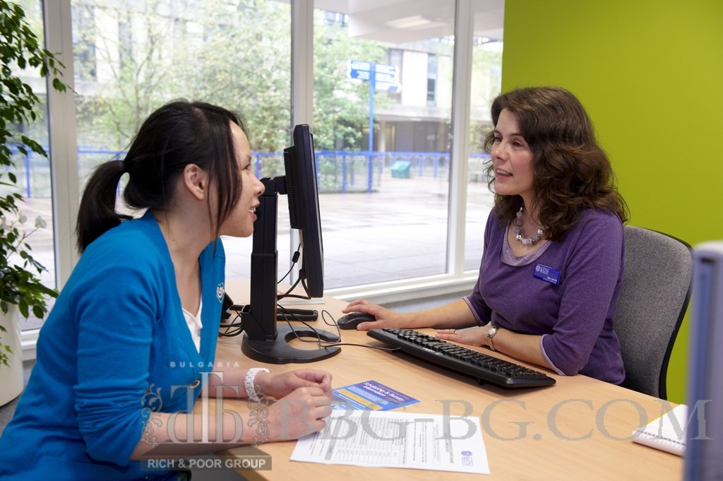27290 International Office Open Day Banner. International Students in Student Services Centre with advisors. Also SU Shop looking at hoodies, food and teddy bears. Student helpers wearing bright yellow Helper T-Shirts on Parade. Abby Xu; eyx20; BAF; Edith Vita; endsv20; BBA; Skye Xin Zhao; xz233; Educ; PhD; Chris Stalev; hs274; BBA; Naomi McKrill; nm282; Chem. Client: Louise Paton - IDPS