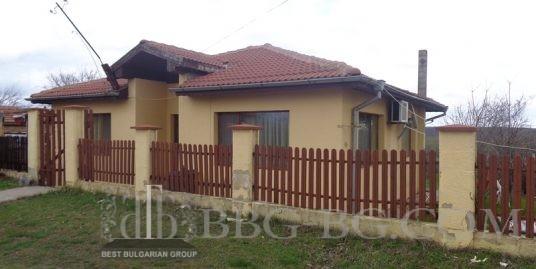 къща в село бенковски