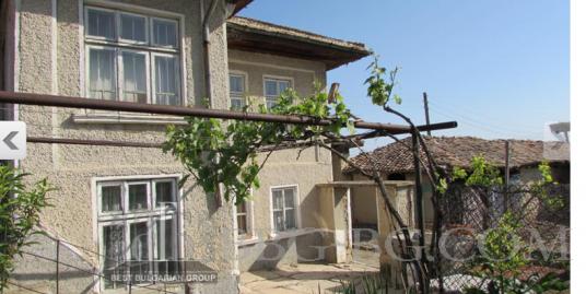 старинный каменный дом
